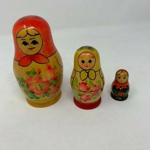 Vtg Russian Nesting Dolls Set hand painted decor